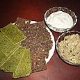 Crackers (les verts : aux épinards, les autres aux oignons) et tartinades