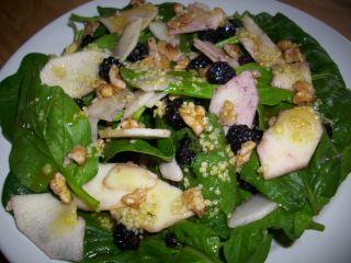 Salade pousses épinards fruits de fin d'été