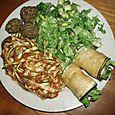 Spaghettis végétaux, salade en roulés d'aubergine et pirojkis