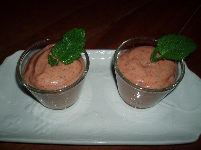 Crème de fraises à la mélisse