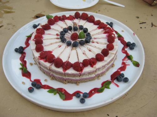 Buffet d'anniversaire tout cru - gâteau