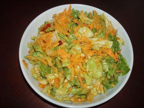 Salade mixte (laitue, tomate, fenouil, concombre, feuilles de mauve et d'orties), sauce marocaine