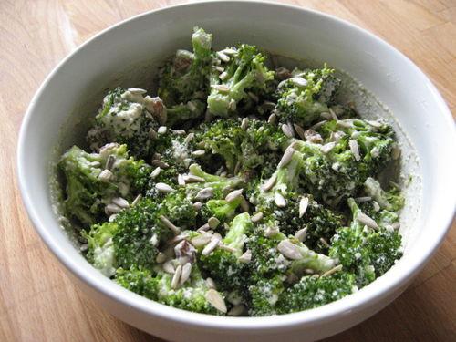 Fleurettes de brocolis en sauce aillée
